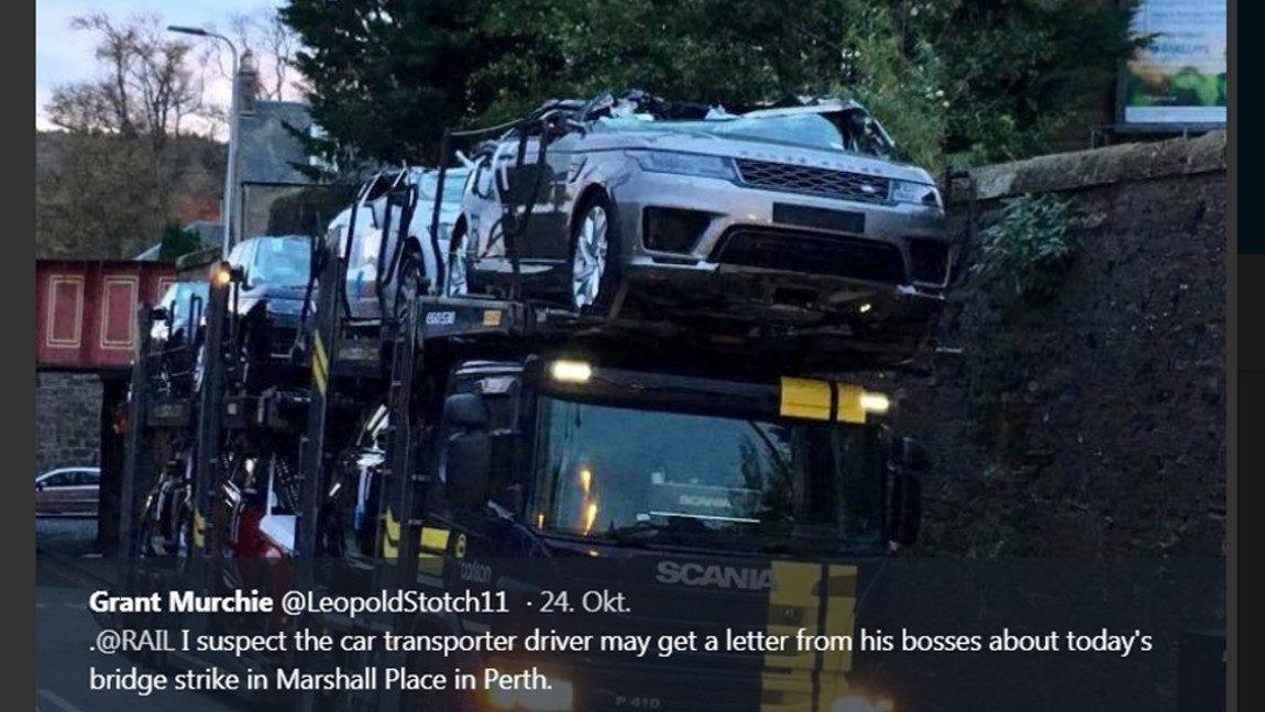 Brücke köpft Range Rovers