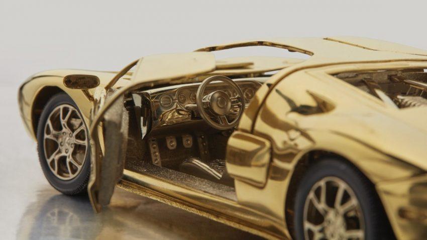 Weihnachtsgeschenk für Snobs: Gold-GT für 66.000 Euro [Update]