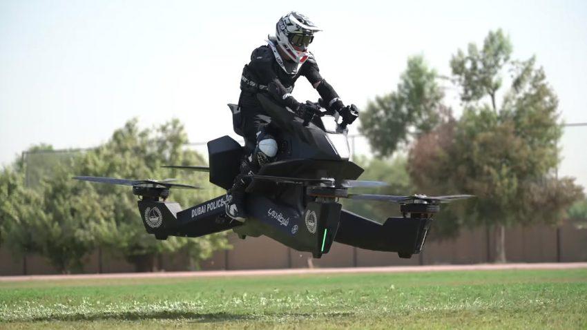 Dubaier Polizisten trainieren bereits mit Hoverbikes