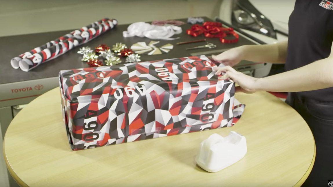 Toyota Supra: Geschenkspapier statt Auto