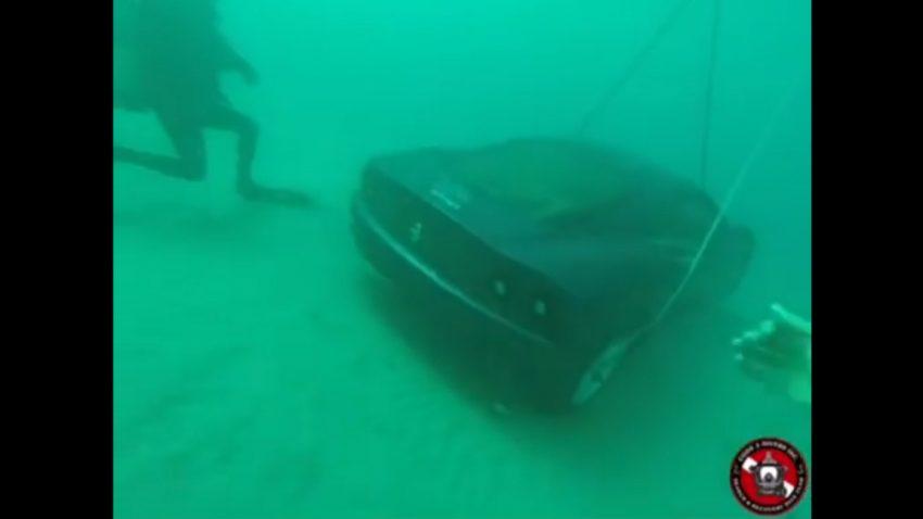 Auf Tauchstation: Ferrari 360 im Meer versenkt