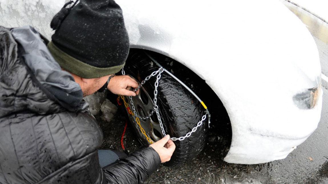 Reifen-Kette Schneeketten Gr/ö/ße L f/ür Reifen 215//55 R16 u.v.m. Lescars Anti-Rutsch Schneekette