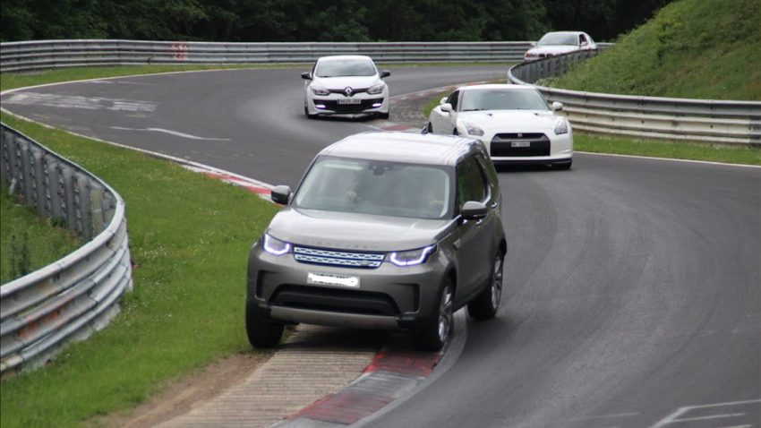 Dieser Land Rover Discovery hat jede Menge Spaß am Nürburgring