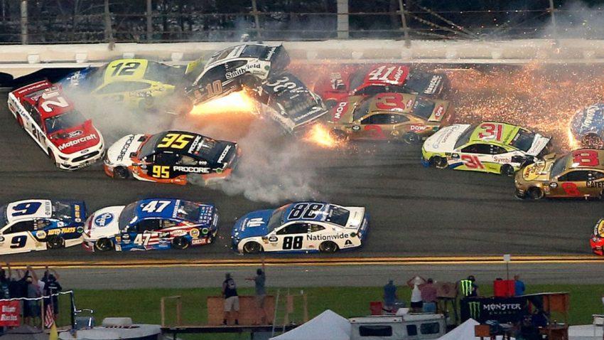 Massenkarambolage mit 21 von 40 Autos beim Daytona 500