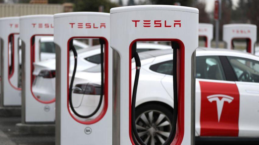Tesla erhöht Preise weltweit