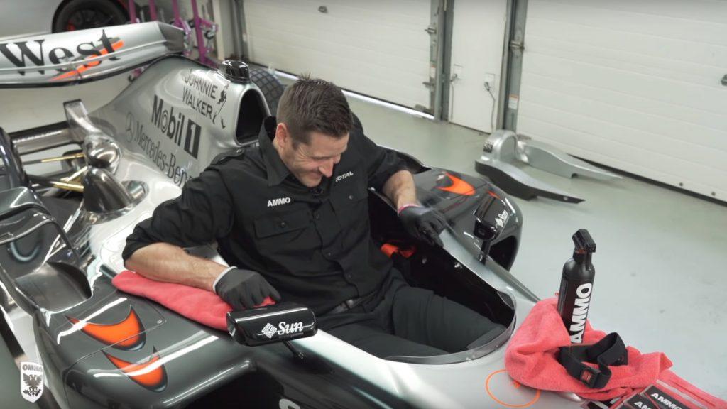 Wie gewissenhafte Handarbeit ein Formel-1-Auto wieder zum Strahlen bringt