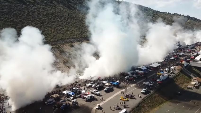 Missglückter Weltrekord-Versuch: Simultan-Burnout mit 170 Autos