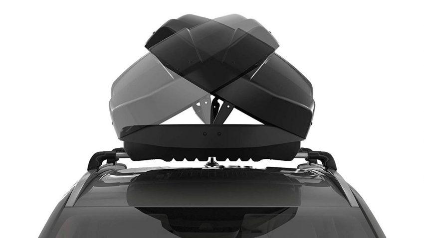 Dachbox auf einem Auto montiert