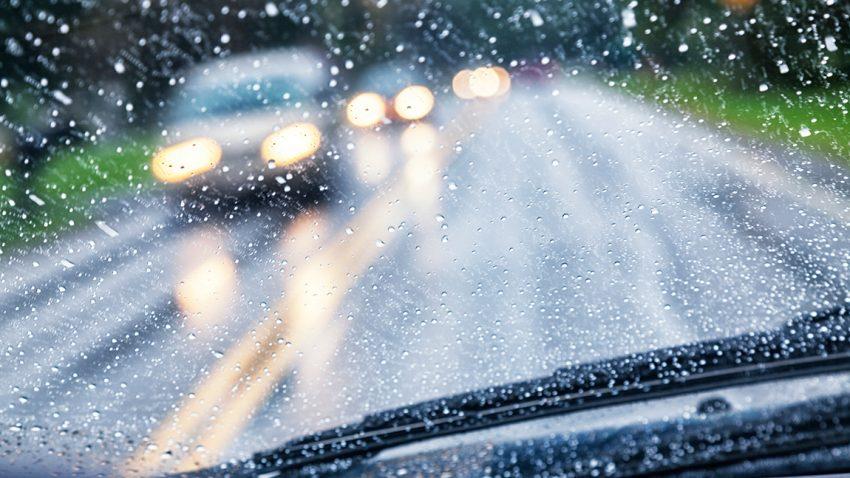 Sehschwächen am Steuer: Was alle Autofahrer beachten müssen