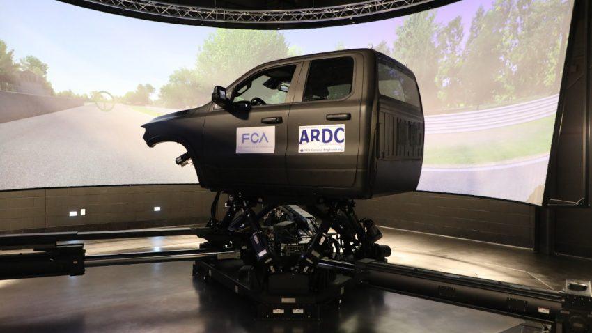 """Mit diesem 7-Millionen-Euro-Simulator kann man jedes beliebige Auto """"fahren"""""""