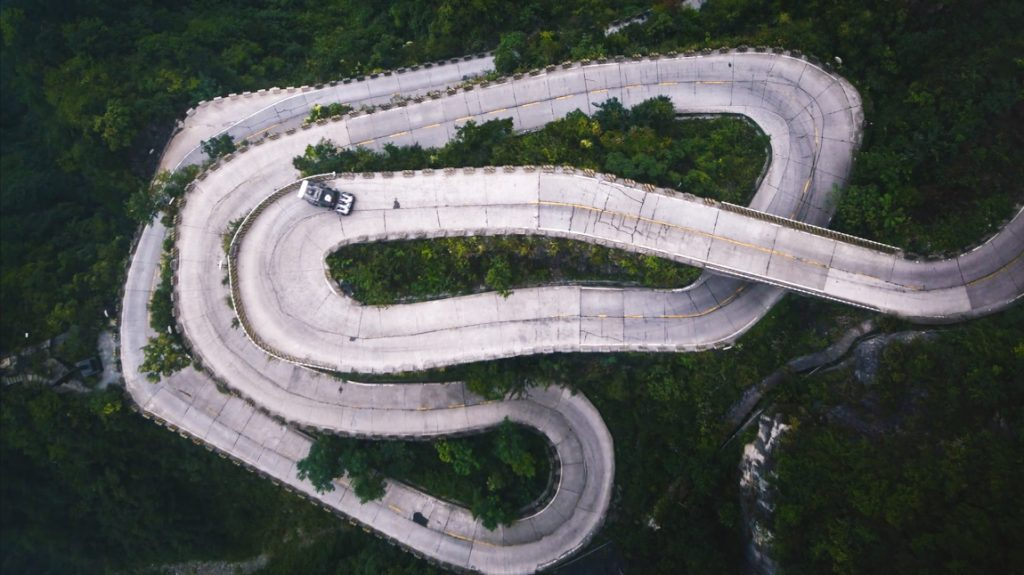 Drift-Spektakel am Abgrund: Ken Blocks Climbkhana 2