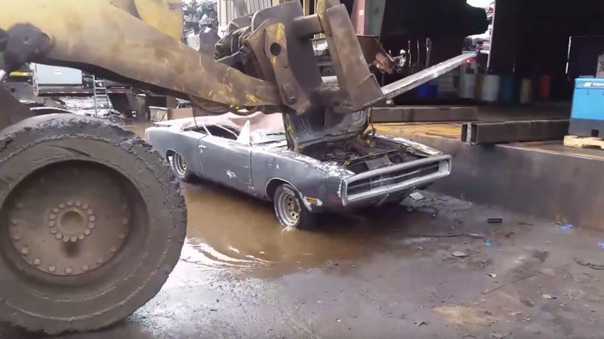 """Wütender Besitzer zerstört Dodge Charger 500, um Kaufinteressenten """"eine Lektion zu erteilen"""""""