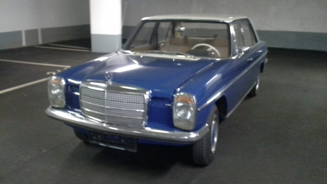 Mercedes /8 200 D