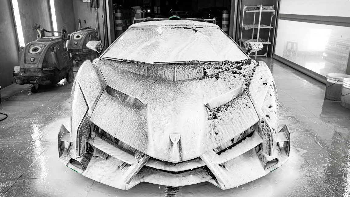 Detailing Deluxe: Lamborghini Veneno Roadster
