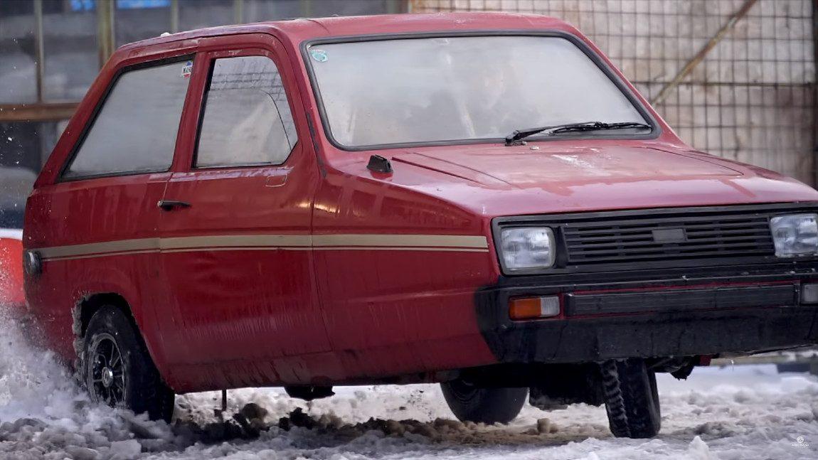 Dreirädrige Driftmaschine: Reliant, seitwärts auf Schnee
