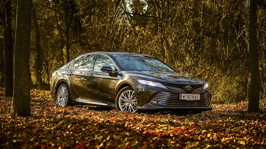 Toyota Camry 2,5 Hybrid Lounge: Der Frühling der Limousine