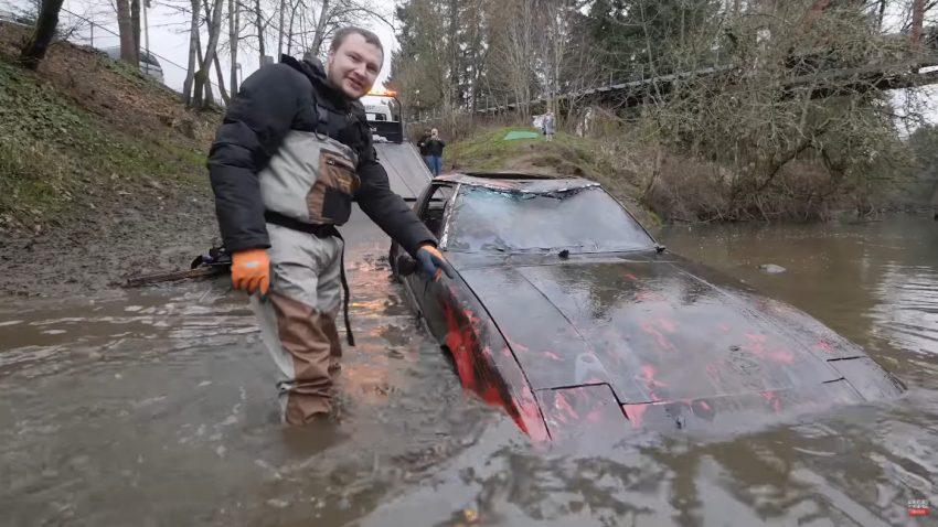 Wieder aufgetaucht: Ford Mustang Mach 1 und Mazda RX-7 aus dem Fluss gefischt