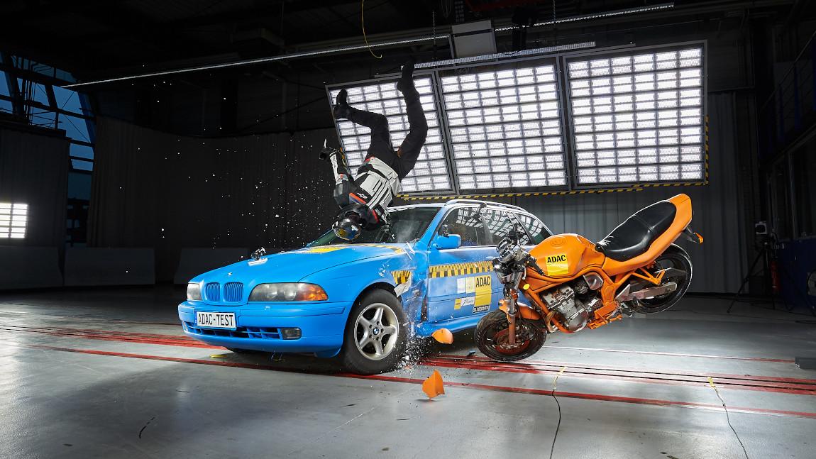 Airbag-Westen für Motorradfahrer: Die wichtigsten Infos [+Crashtest-Ergebnisse]