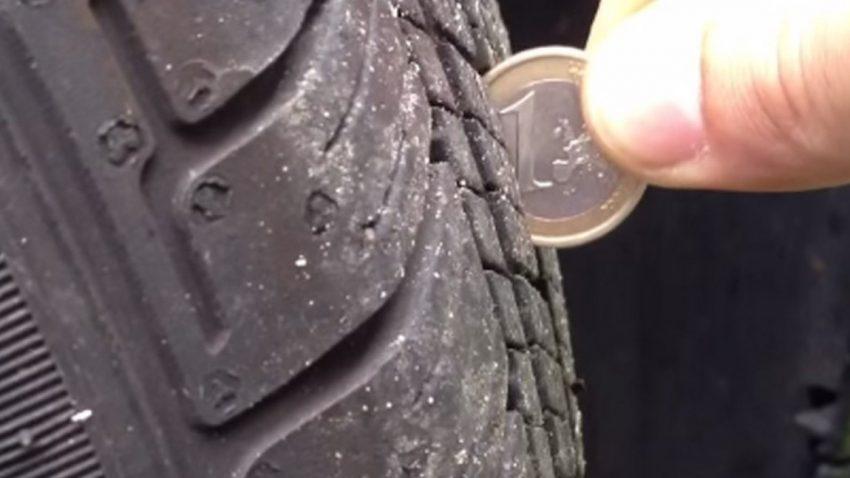 So kann man die Reifen-Profiltiefe ganz einfach messen