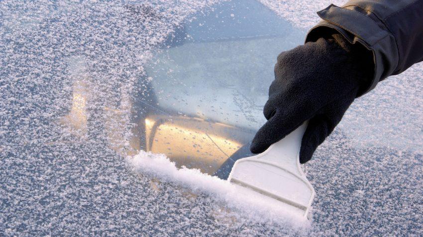 Freie Sicht im Winter: Wissenswertes rund ums Eiskratzen