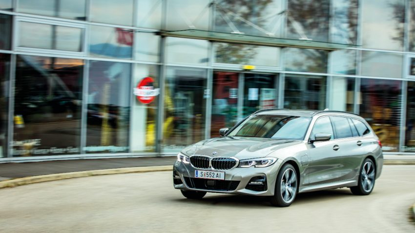 BMW 330e xDrive Touring: Hart nach Herrenart