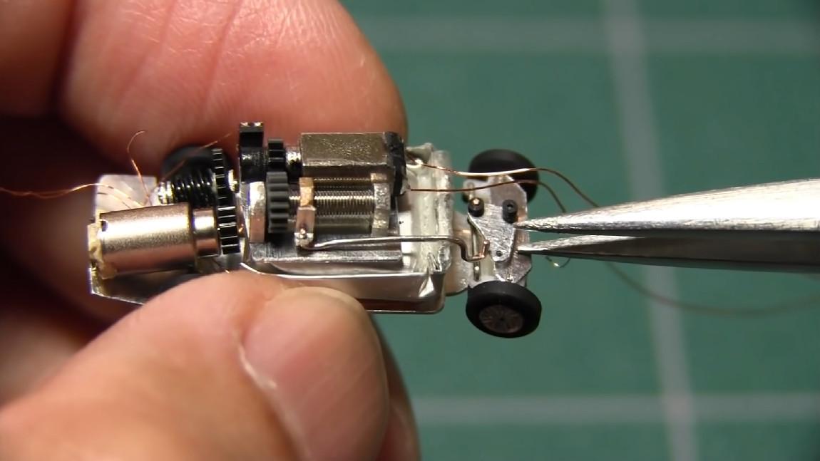 Wie man ein winziges ferngesteuertes Auto im Maßstab 1:150 baut