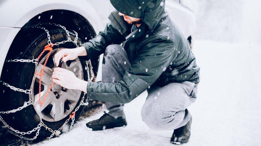 Wie legt man Schneeketten richtig an?