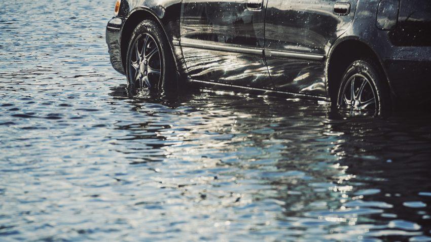 Wasserschäden am Auto: Zahlt die Versicherung?
